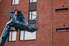 A worker confidently uses an aerial lift after finishing his online course with Auspice Safety